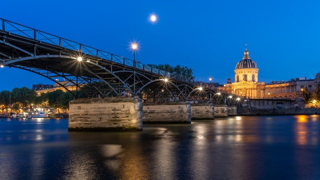Pont des Arts at night