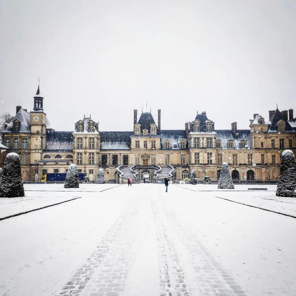 The Château de Fontainebleau on a snowy day